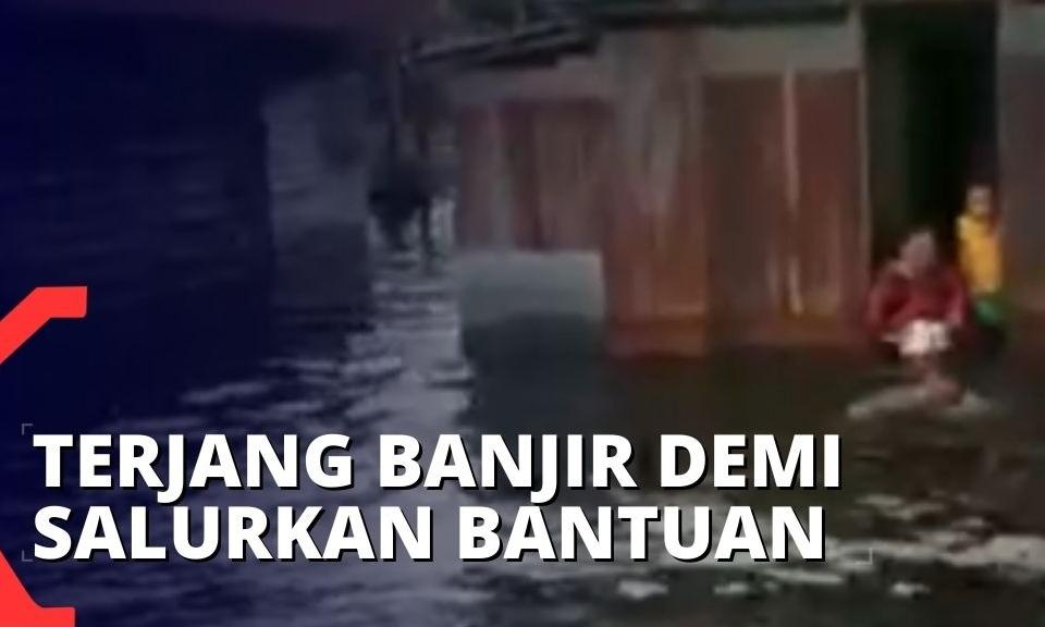 satkopaska-rela-terjang-derasnya-arus-banjir-di-banjarmaisn-untuk-salurkan-bantuan-kepada-warga